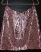 Różowa błyszcząca spódnica