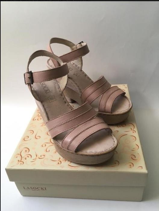 Buty na koturnie skóra Lasocki brązowe