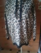dłuższa bluza z zameczkami i kapturem w panterke
