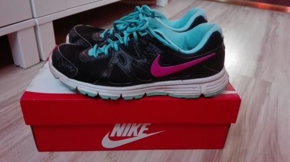 Czarne sportowe buty do biegania nike revolution 37