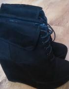 Czarne botki koturny wiazane...