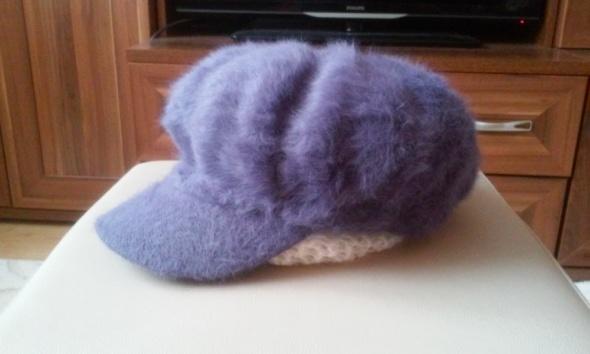 Nowa czapka z daszkiem