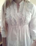 romantyczna biała koszula