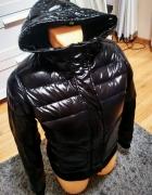 Czarna błyszcząca kurtka zimowa