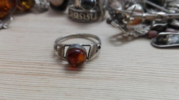 Pierścionki stary srebrny pierścionek z bursztynem srebro próby 800