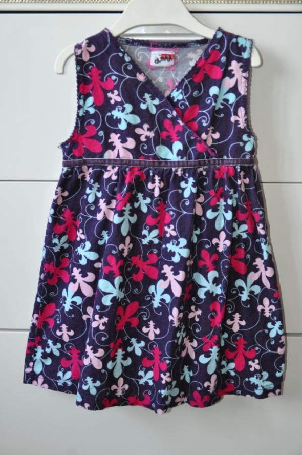 Śliczna sztruksowa sukienka...