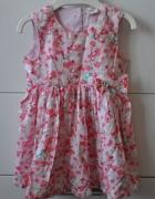 Śliczna różowa sukienka w kwiatki...