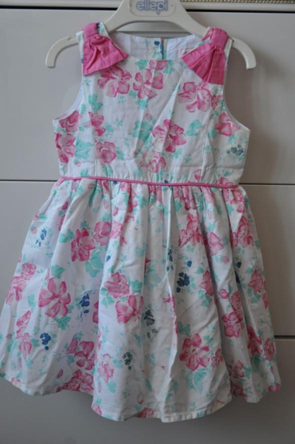 Śliczna dziewczęca sukienka w kwiatki...