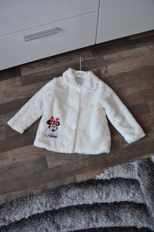Śliczne białe futerko dla fanki Minnie