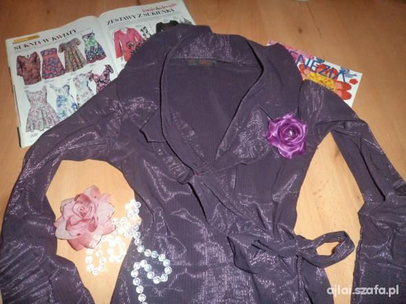 Kopertowa bluzka z ciekawym ozdobnym kołnierzem...