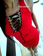 Czerwona sukienka wiązanie dekolt