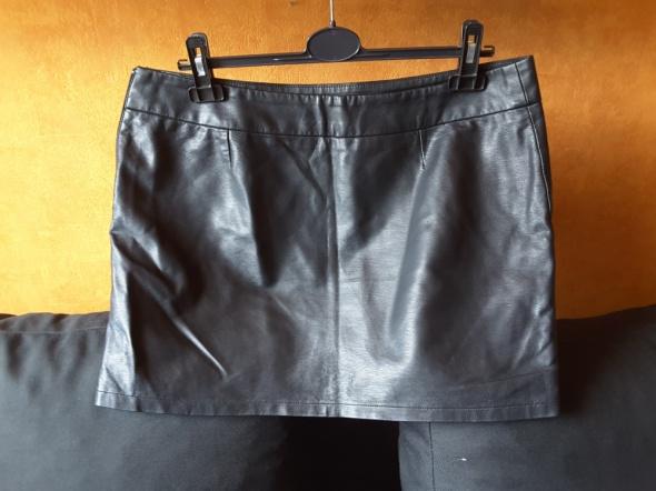 Spódnice czarna skórzana