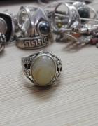 srebrny pierścionek z jasnym oczkiem srebro próby 3