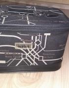 Czarna w napisy kosmetyczka usztywniana kuferek duża...