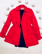 Czerwony płaszcz Cubus...