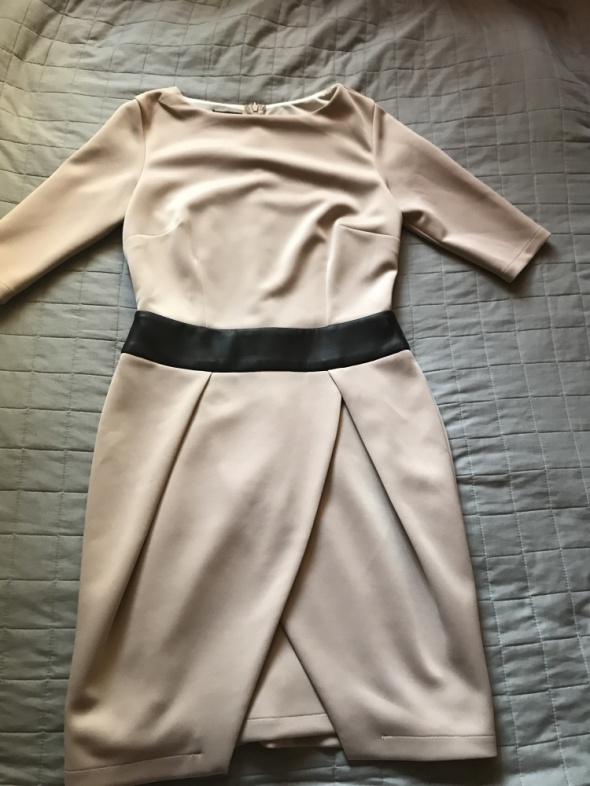 sukienka 40 pudrowa