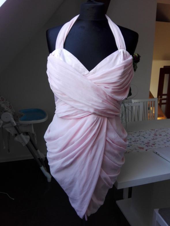 Sukienka pudrowy róż Lipsy...