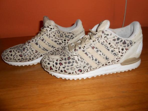 Adidas originals zx700...