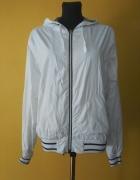 Biała kurtka z kapturem na wiosnę rozmiar XS
