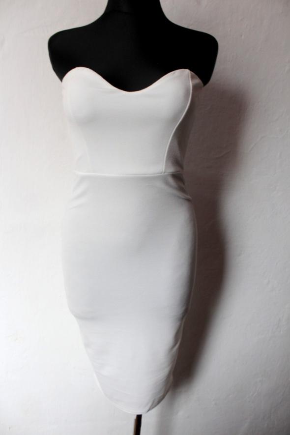Suknie i sukienki Dopasowana biała sukienka gorsetowa r S