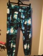 Sportowe legginsy HM niebieskie L białe czarne