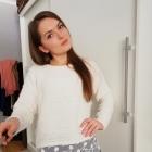 Biały sweter z koronką
