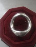 Ciekawy srebrny pierścionek duża oponka