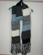 długi czarny niebieski ciepły szalik
