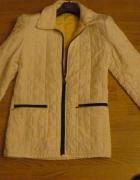 Biała kurtka pikowana