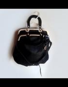 torebka czarna złote dodatki listonoszka kuferek...