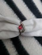 Srebrny Śliczny pierścionek próba 925