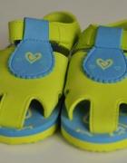 nowe sandały 26 piankowe na basen na lato