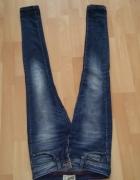 Spodnie damskie jeansy z przetarciami Bershka XS...