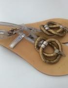sandałki stare złoto ozdoby