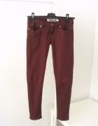 Bordowe spodnie rurki Noisy may...