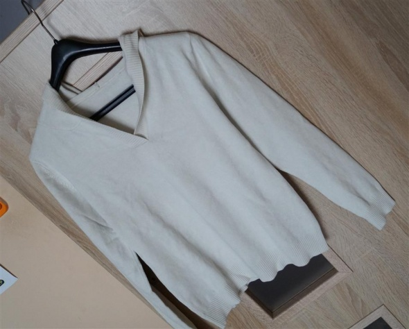 Sweter sweterek damski kremowy z kapturem rozmiar S M bluzka