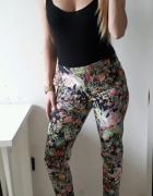River Island spodnie w kwiaty kieszenie ML