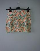 Kolorowa spódniczka w kwiatki...
