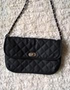Czarna torebka z łańcuszkiem C&A