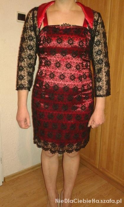 Czerwona sukienka z koronką z bolerkiem