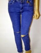 Boskie jeansy postrzępione rurki dziury M