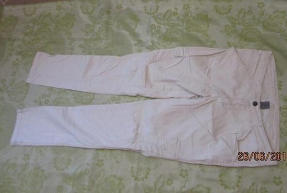 Jasne spodnie letnie Vero Moda 40...