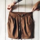 brązowa spódnica z kieszeniami