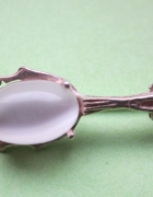 Srebrna broszka z masą perłową
