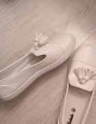 Białe tenisówki 38