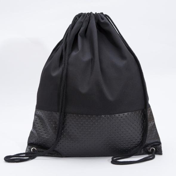 Czarny plecak ręcznie szyty...