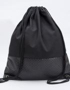Czarny plecak ręcznie szyty