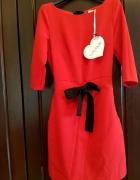 Czerwona sukienka z metkami