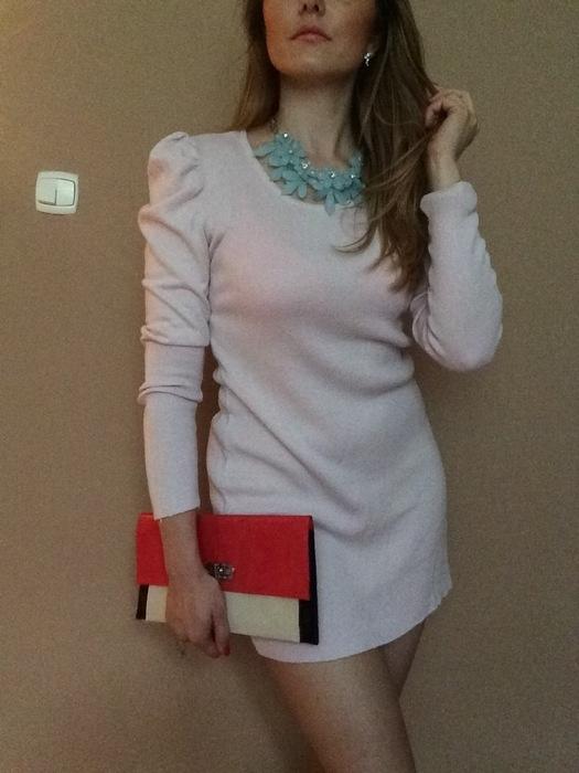 Sukienka pudrowy róż dzianinowy H&M