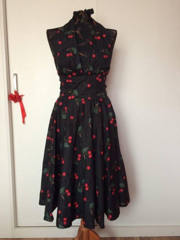 Cheer pin up Marilyn Monroe czarna suknia w wiśnie